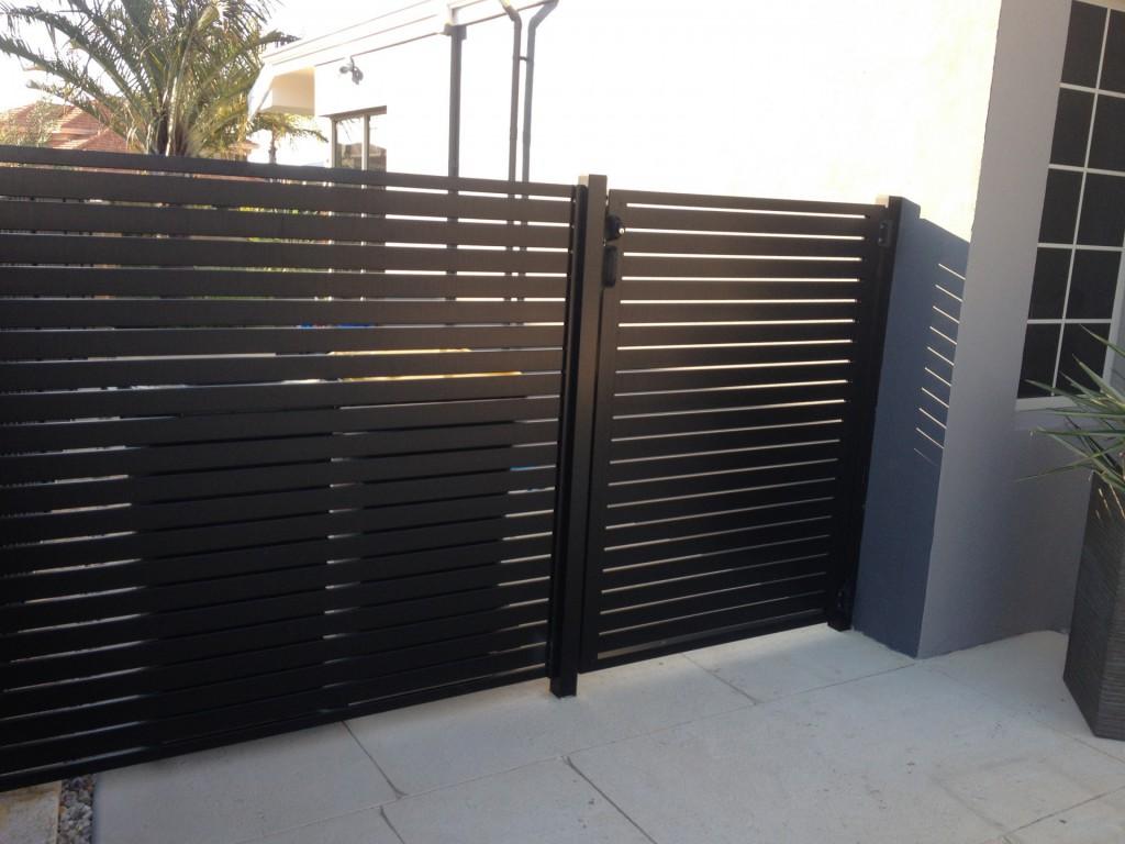 Aluminium Fence horizontal pickets.jpg