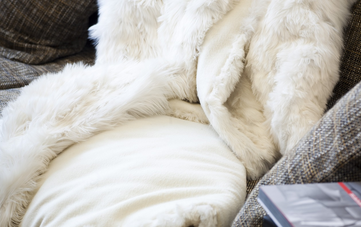 Suri fur throw, fur blanket in Pearl White