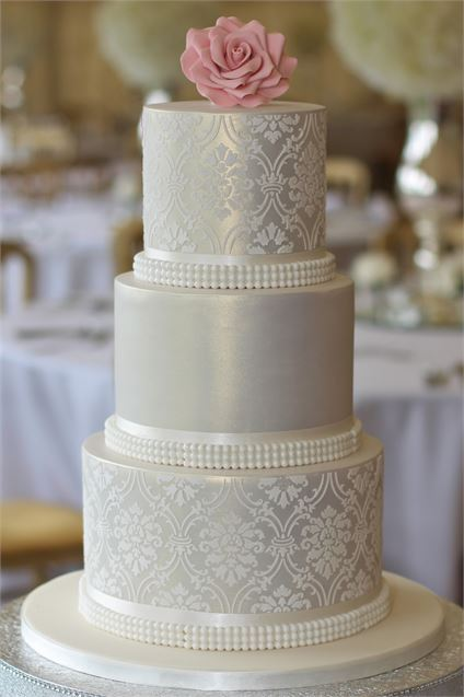 Jeannette's Great Cakes - Luxury sponges, impeccable finishes and always cooked to perfection. Jeannette and her team offer exquisite designs & flavours.