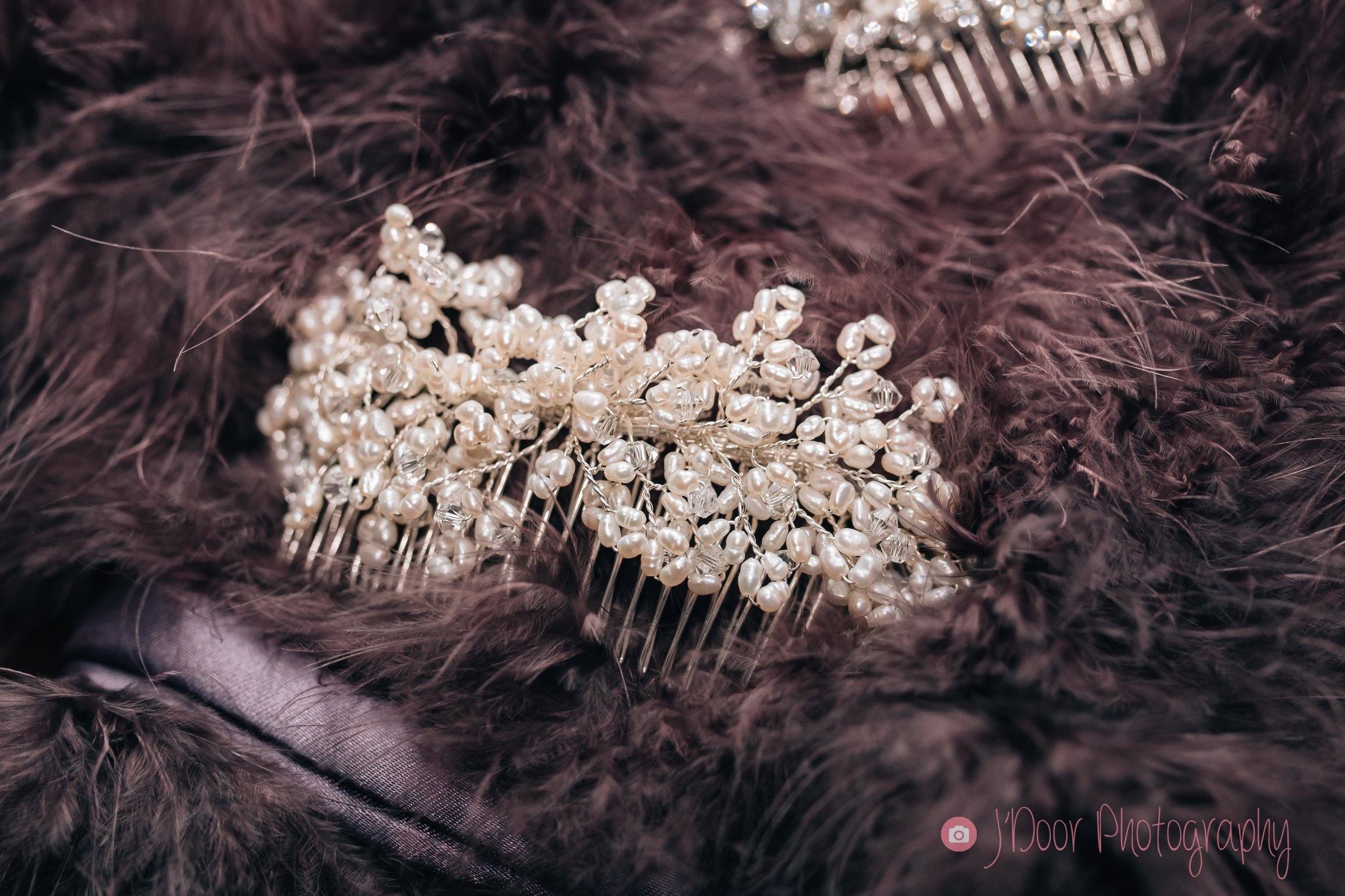 Freshwater pearl hair comb