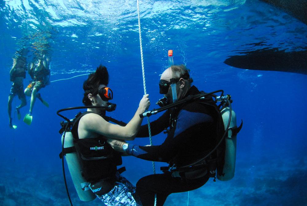 434136 -DISCOVER SCUBA DIVING TO SHIPWRECK 1.jpg