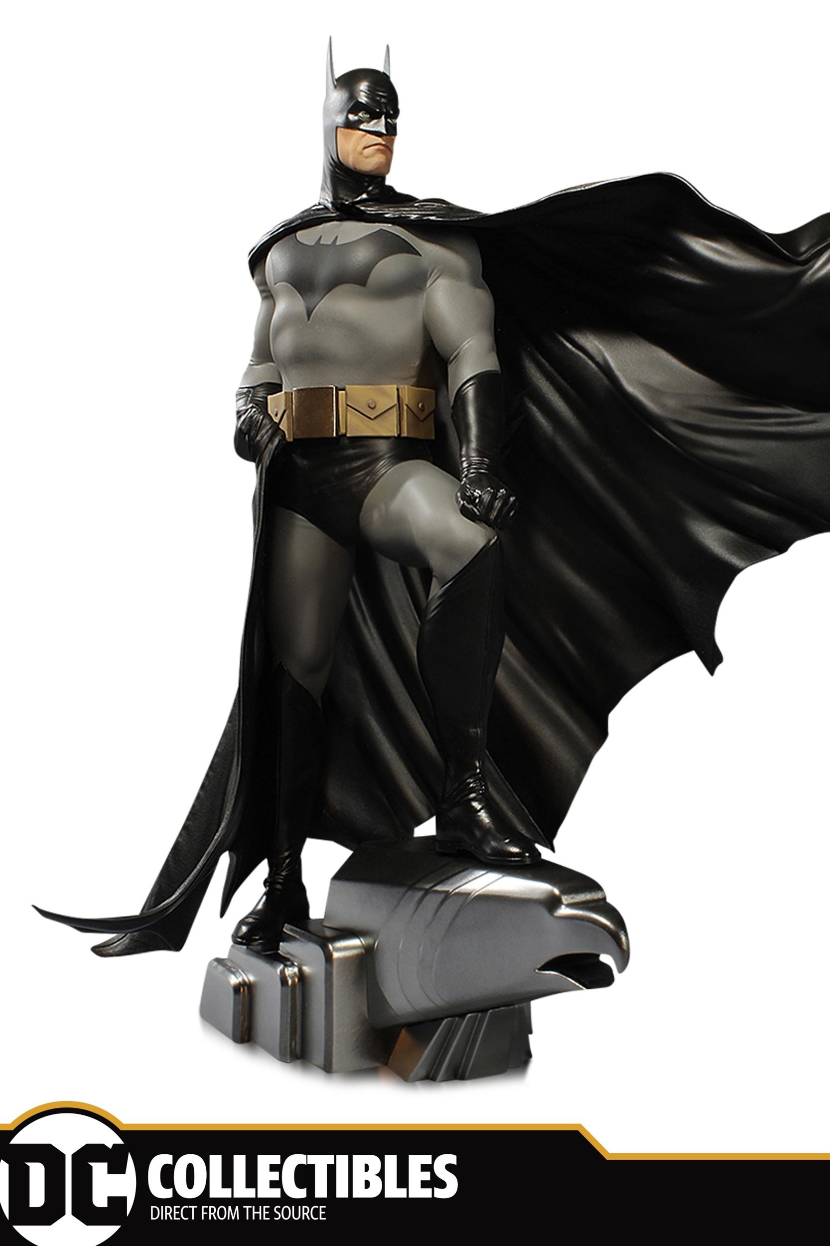 DC_Designer_Series_Deluxe_Batman_Ross.jpeg
