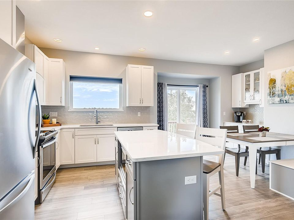 7838 Creekfront kitchen 1.jpg