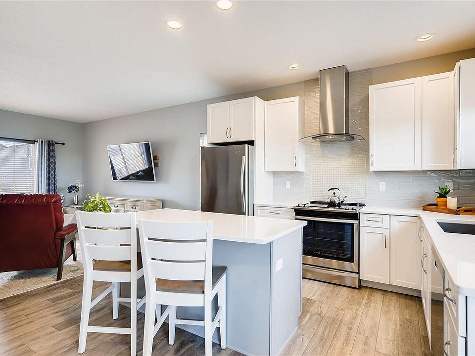 7838 creekfront kitchen 3.jpg