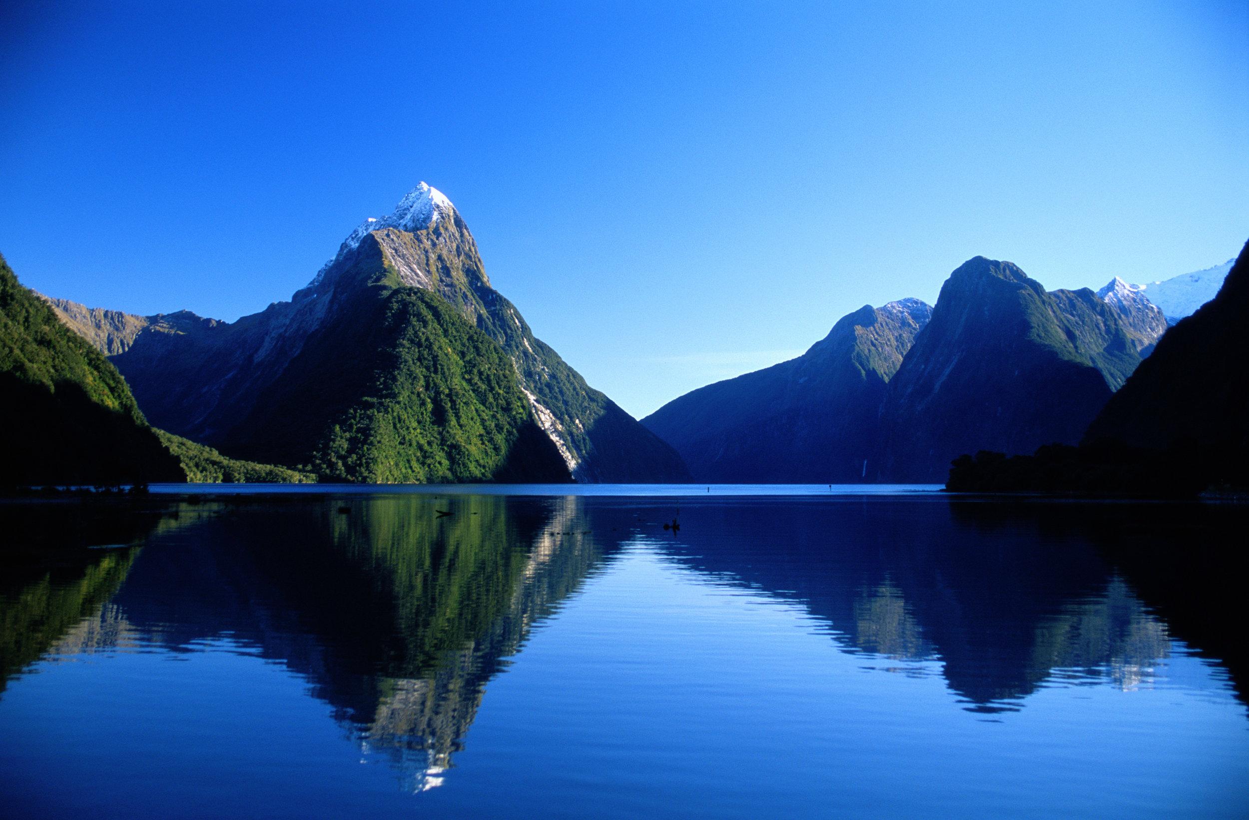 Mitre Peak, Milford Sound, Fiordland, New Zealand - credit DF.jpg