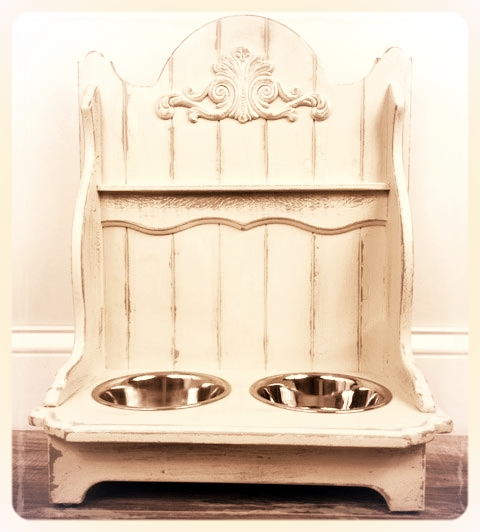 Antique-finished raised pet feeder for small breeds and cats