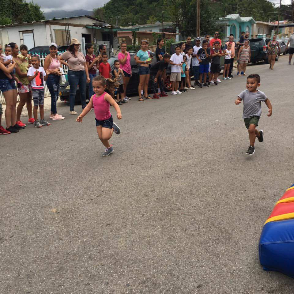 Children from Barrio La Moca enjoy summer activities.  Looks like a tight race, but I think she has it!