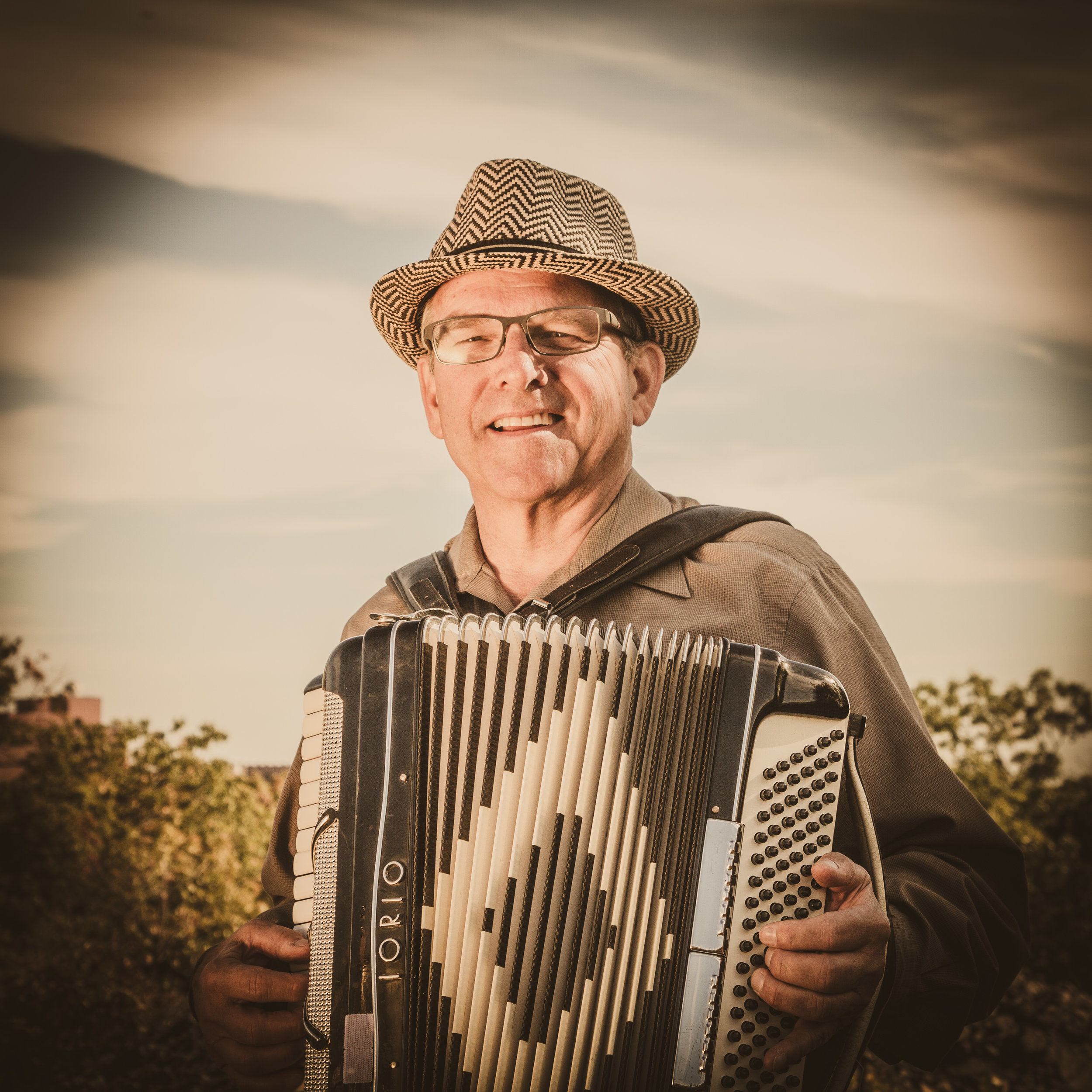 "Bill Walczakon Accordion & Vocals   - Former mayoral candidate Bill Walczak traces his love of music, and the accordion & guitar, back to when he was a ""wee child"". He emigrated from the wilds of New Jersey at the tender age of 18, establishing himself in Dorchester (and eventually Savin Hill), where he's been a neighborhood resident for the past 46 years. He's sung in his church's choir for 30 years, partnered musically with fellow Hillbilly Rob Atterbury for over 20, and in his salad days enjoyed playing 'hippy music', all of which has made him the (music) man he is now.Quote:"