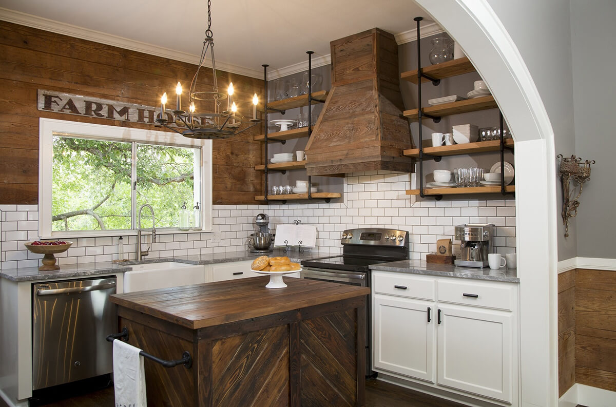Farmhouse kitchens - Warm and homey farmhouses anchored a life on the land, and they still offer great functionality and comfort. Their open shelving, wide sinks, classic flooring and big kitchen table make them easy to work in and easy to love.