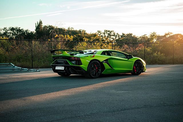This grinch can visit me any time during the year  @lamborghiniorlando  @lamborghini  @huracandrew  @sonyalpha  #lamborghini #lamborghiniaventador #aventadorsvj #svj #lamborghiniusa #lamborghiniorlando #supercar #blacklist #sony #sonyalpha #sonya7ii #sonyprousa #huracanandrew #automotivephotography #carphotography