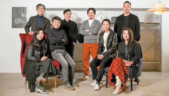 "JoongAng Daily News Newspaper- '[Life Trend] Space for sharing work & life'  중앙일보- [라이프 트렌드] ""서로 다른 일과 삶 공유하는 공간 꾸며"""