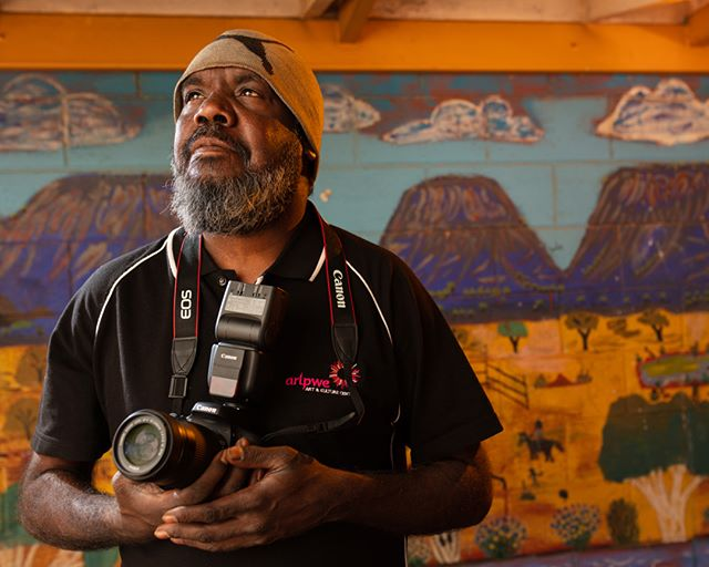 We had a great week working with @davelaslett and the @desartinc men's art-worker group on a week-long photo mentoring program @yarrenyty__arltere! Here's a couple of portraits that Quicy Stevens (Arlpwe Art and Culture Centre) and Dennis Brown (Kaltjukatjara Art) took of each other on the last day of the program. In the coming months we'll be working with @perthcentreforphotography on the second iteration of 'Exposure: New Voices in WA Photography' - so much great work happening around the country supporting artists and arts workers to tell their stories using photography!. . . . . #indigenousphotography #desartinc #communitystories #visualstorytelling #photography #portraiture