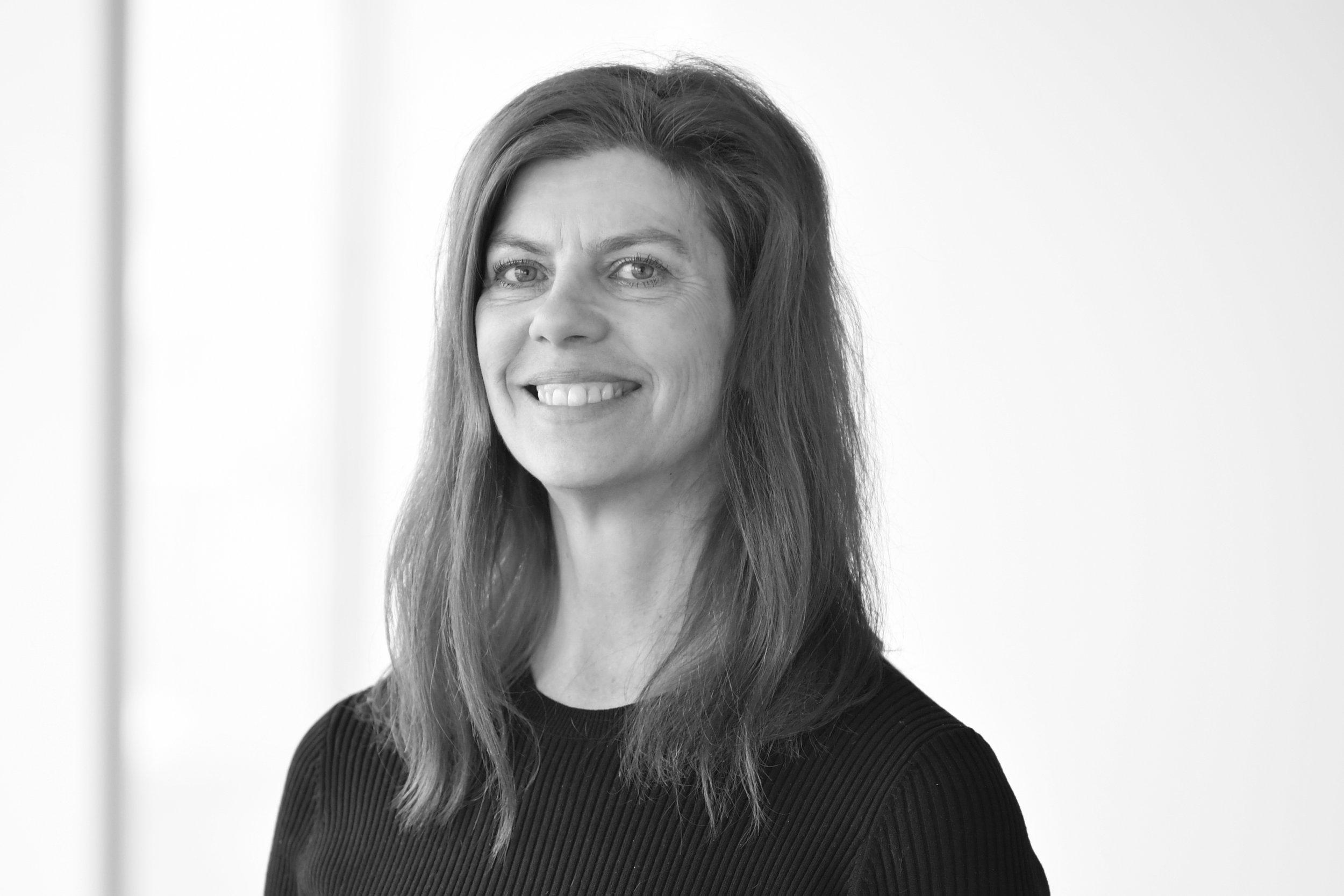 Ing-Marie - Ing-Marie Bigert Möller / ToimistopäällikköIng-Marie on työskennellyt meillä vuodesta 2006 ja toimii meidän toimistopäällikkönä ja laskutusvastaavana. Hän on työskennellyt muun muassa McKinsey & Companyssa, Nordeassa, Invacaressa, EIM:ssa ja KF:ssa assistentin tehtävissä. Ing-Marien toimenkuvaan on kuulunut myös sisäänostot, verkkosivusto ja CRM-järjestelmä.+46 (0)8 503 855 02 / ibm@nordicinterim.com