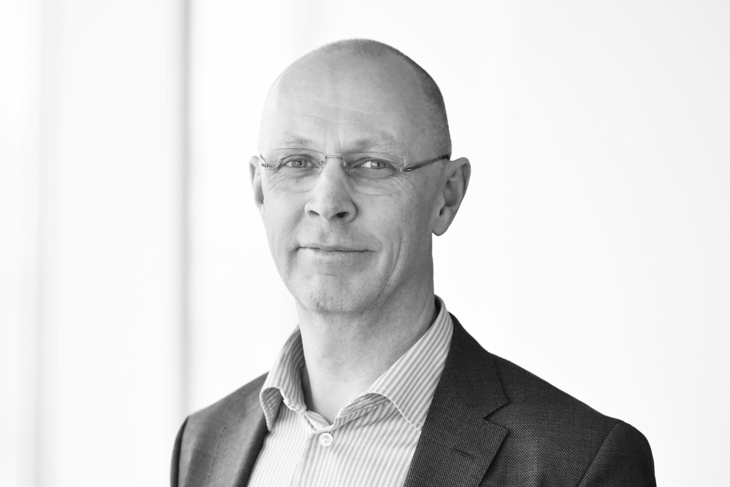 Lars - Lars Jarmstad /PartneriLarsilla on kansainvälinen IT- ja Asiantuntijapalveluiden tausta. Hän on toiminut ylimmän johdon tehtävissä mm. Capgemini-ryhmässä. Tehtävät ovat liittyneet eri liiketoiminta-alueiden johtamiseen, yritystoiminnan kehittämiseen ja myynnin ja markkinoinnin johtamiseen. Hänellä on myös laaja kokemus erilaisista konsulttitehtävistä Gemini Consultingin lisäksi Accenturessa sekä norjalaisessa boutique-konsulttiyrityksessä Bene Agere. Näissä yrityksissä hän on pääasiallisesti keskittynyt laajamittaisiin muutosohjelmiin ja kasvuun. Larsilla on MBA-tutkinto ja hän on myös opiskellut matematiikkaa ja fysiikkaa Lundin yliopistossa..+46 (0)70 521 40 19 /lars.jarmstad@nordicinterim.com