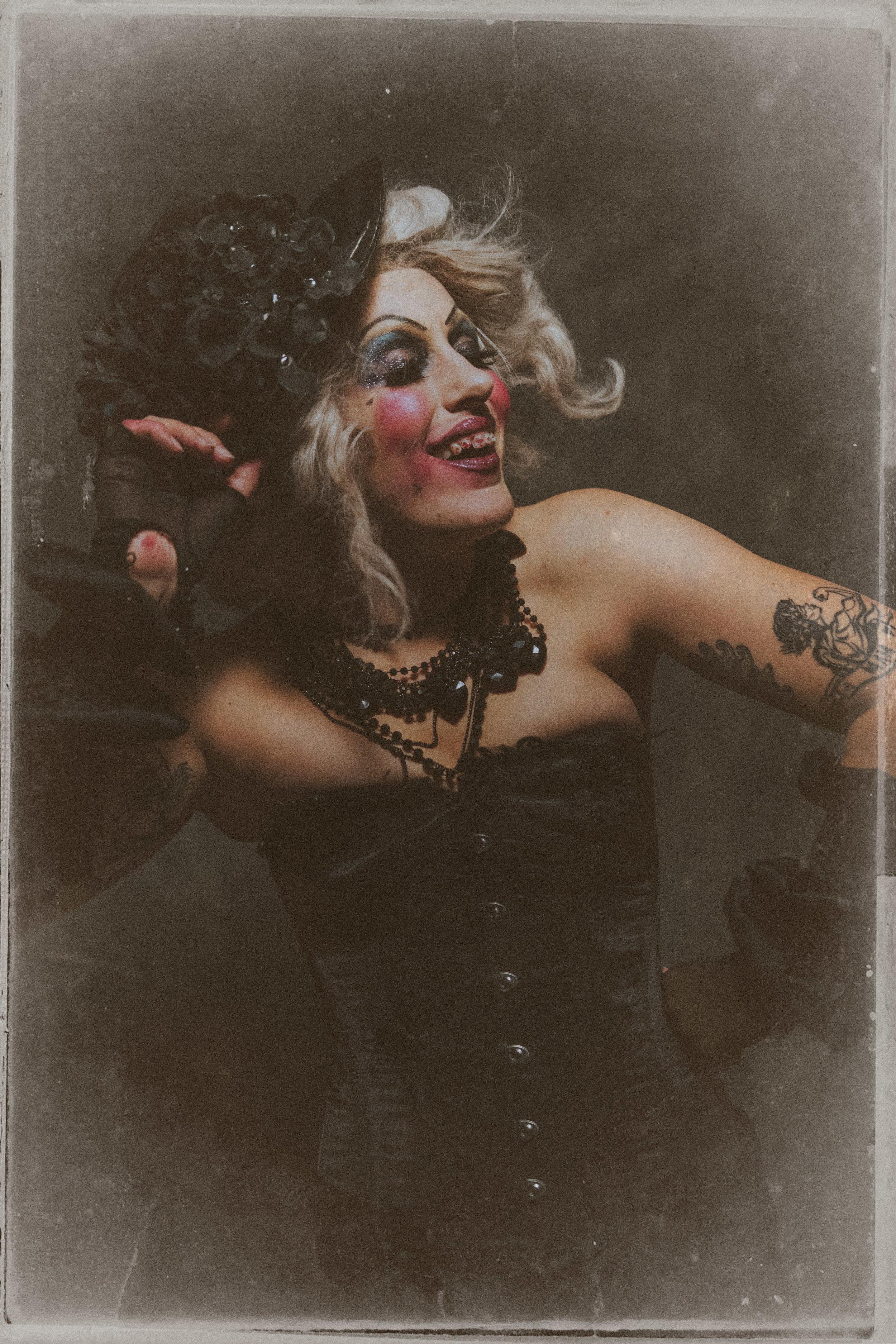 Aunty Mae by Scott Chalmers  (7).jpg