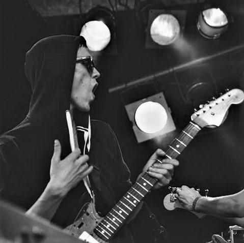 Aaron   Gitarre