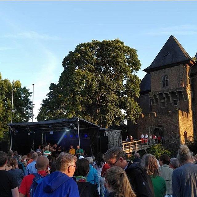 @mondomashup für ein buntes Europa gestern beim Friedensfest an der Burg Linn ✌🏼 gerne mehr davon!!! #peace #unity #mondomashup #band #openair