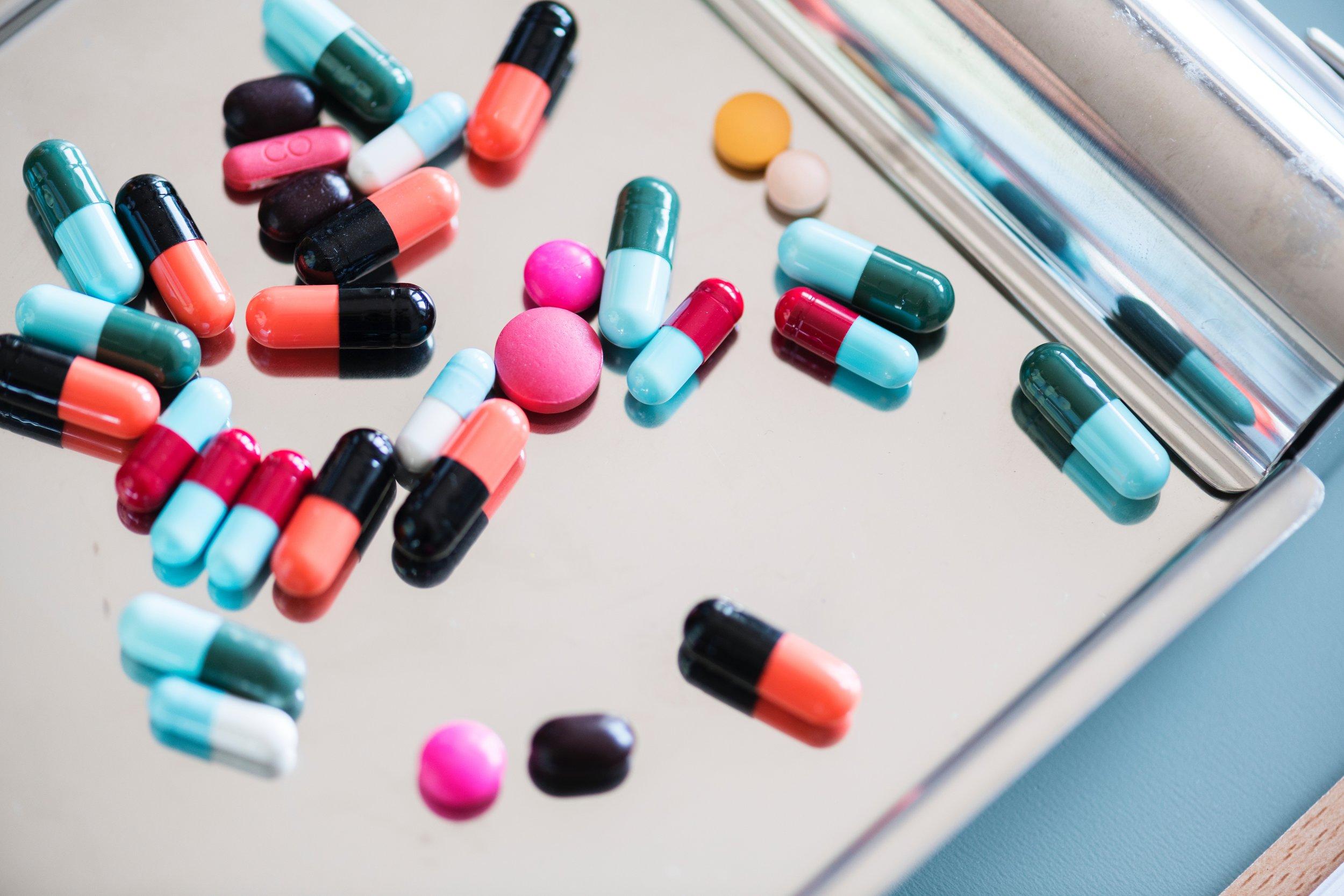 addiction-antibiotic-aspirin-860378.jpg