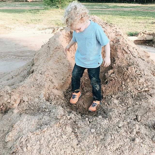 There's just something about a toddler covered in dirt that helps you notice when you're taking life too seriously. 😝 #etakes3