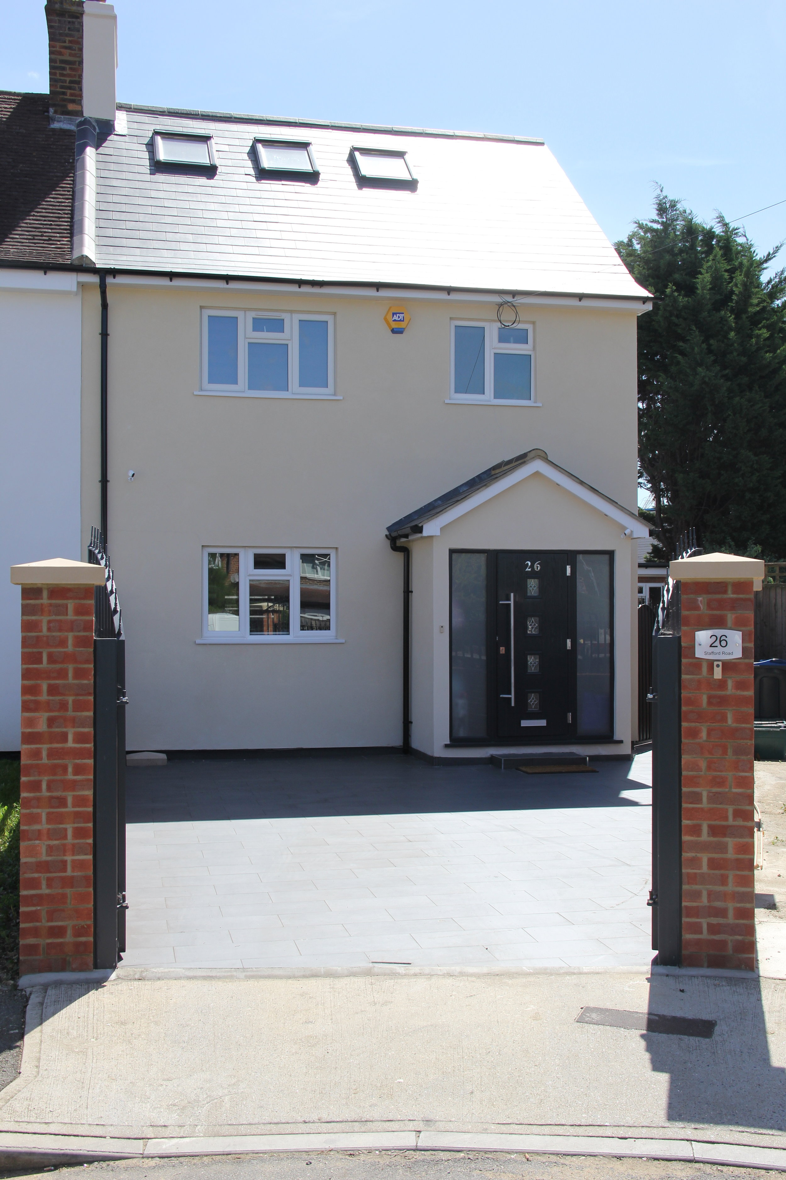 Front view and driveway.JPG