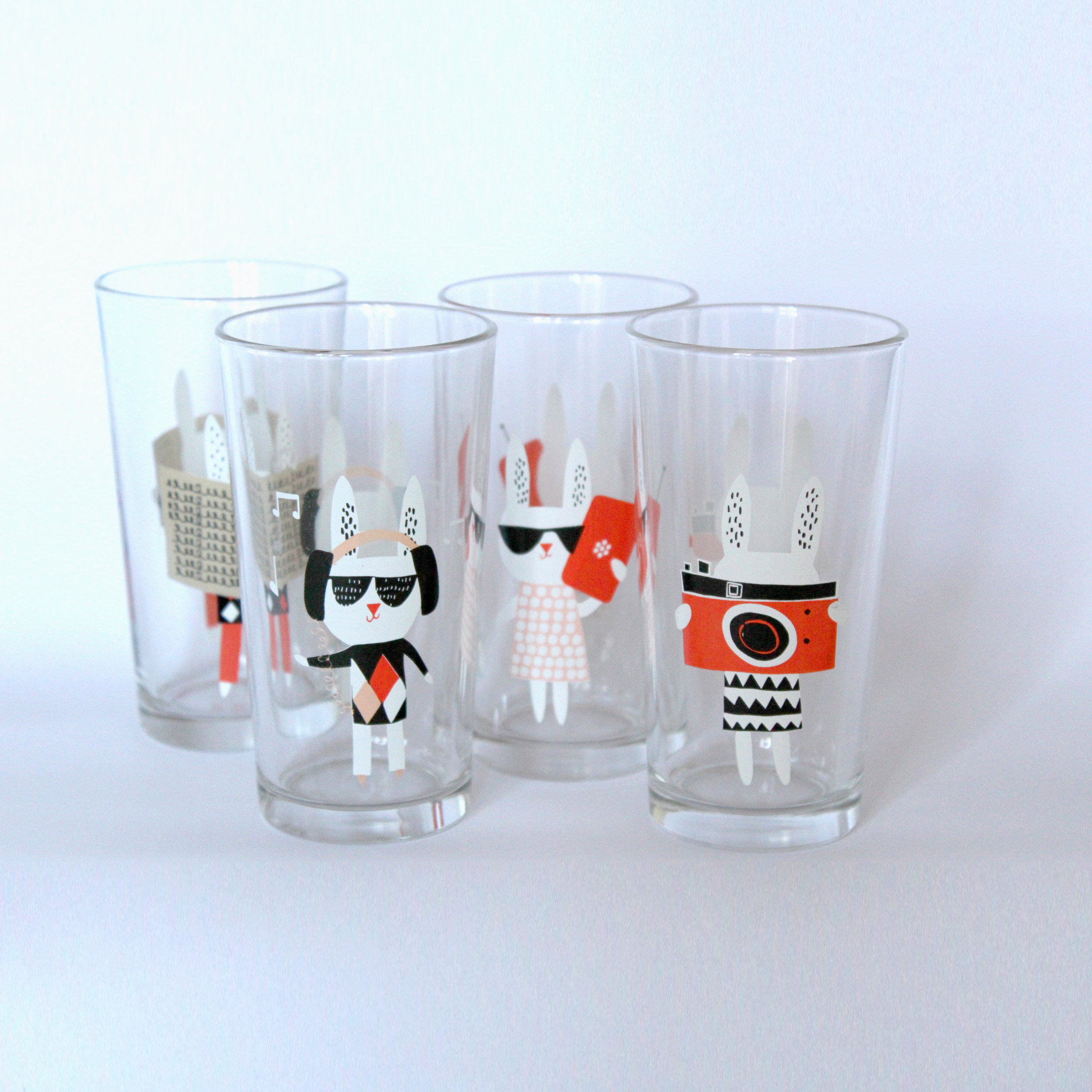 Set of glasses with Make International