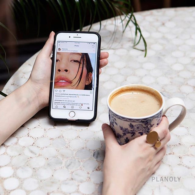 """Real talk...⠀ ⠀ Influencer marketing can be an effective tool for brands and small businesses alike. However, when users, particularly younger generations don't fully understand the person/life behind that curated photo isn't perfect... it can be damaging and consuming. ⠀ ⠀ Don't get caught up on everyone else's """"perfect"""" life on Instagram and be sure to educate teens on the often hidden reality behind social media. 💡 ⠀ 📸: @planoly / @Sarakerens"""