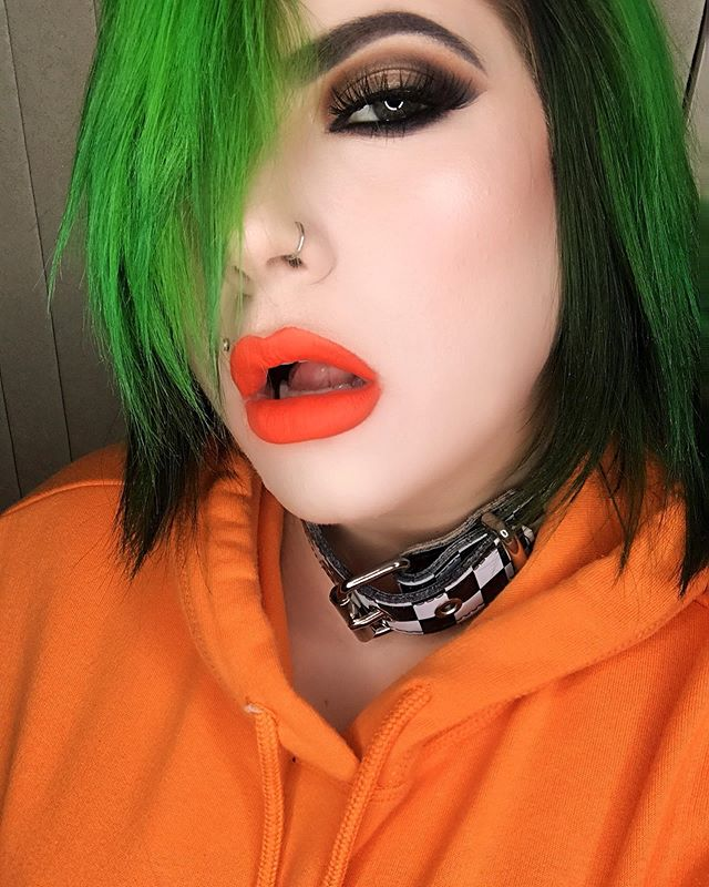 🧡💚 serving you: throwback Nickelodeon glam realness🧡💚 WHAT WAS YOUR FAV 90s NICKELODEON SHOW?! 📺 I was a major Clarissa Explains It All fan. As well as Doug, HeyArnold, Aaahh!!! Real Monsters, Rocket Power, KaBlam! 😬