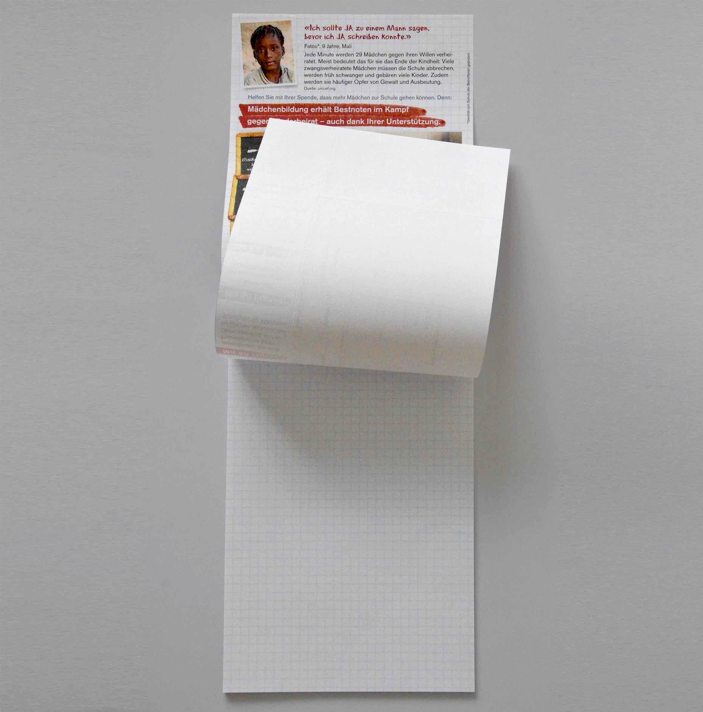 Schreibblock des Helvetas-Streuwurfs zum Thema Zwangsheirat und Bildung von Mädchen