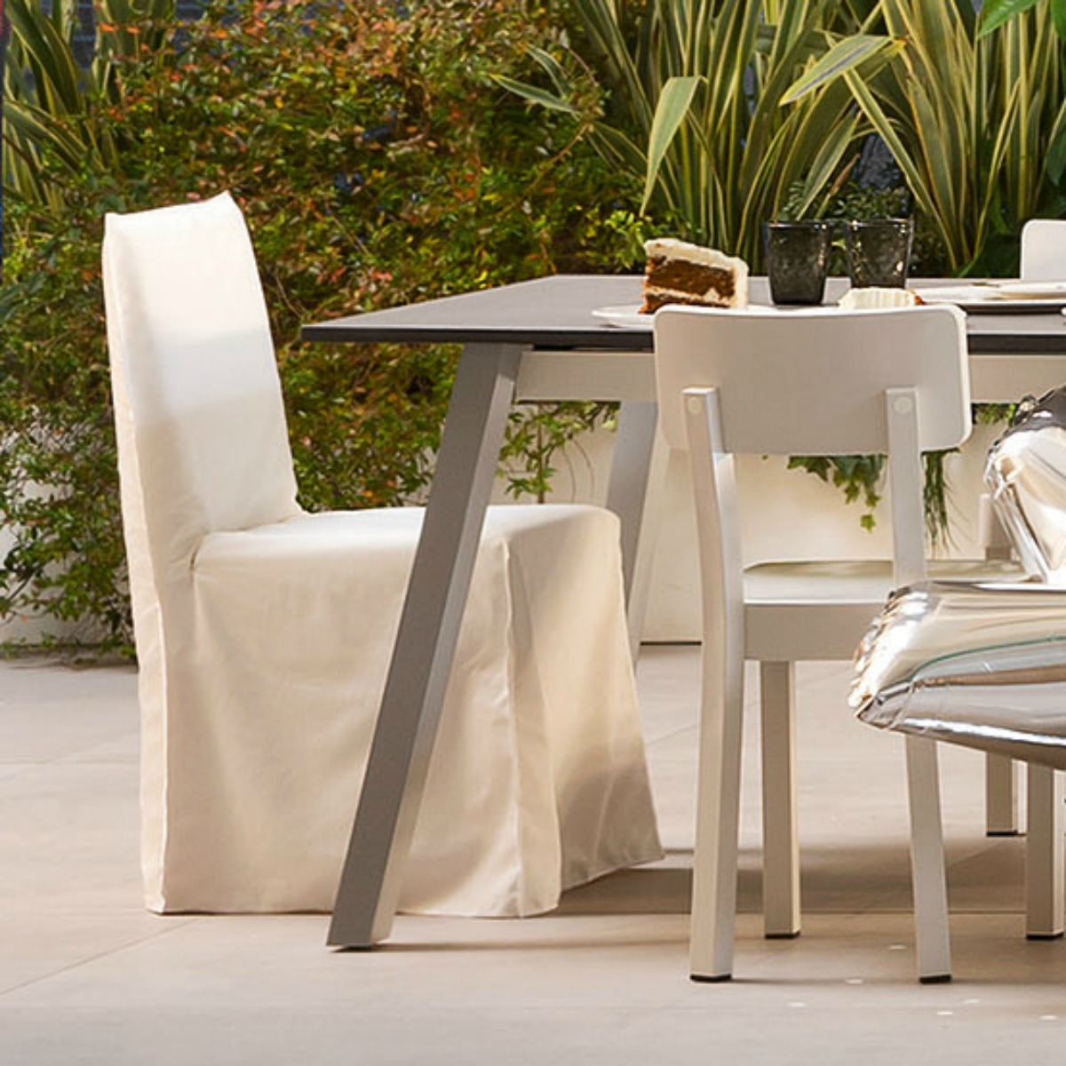 gervasoni gHOSTOUT 23 - Side chair for outdoor use, Removable cover in White Linen.
