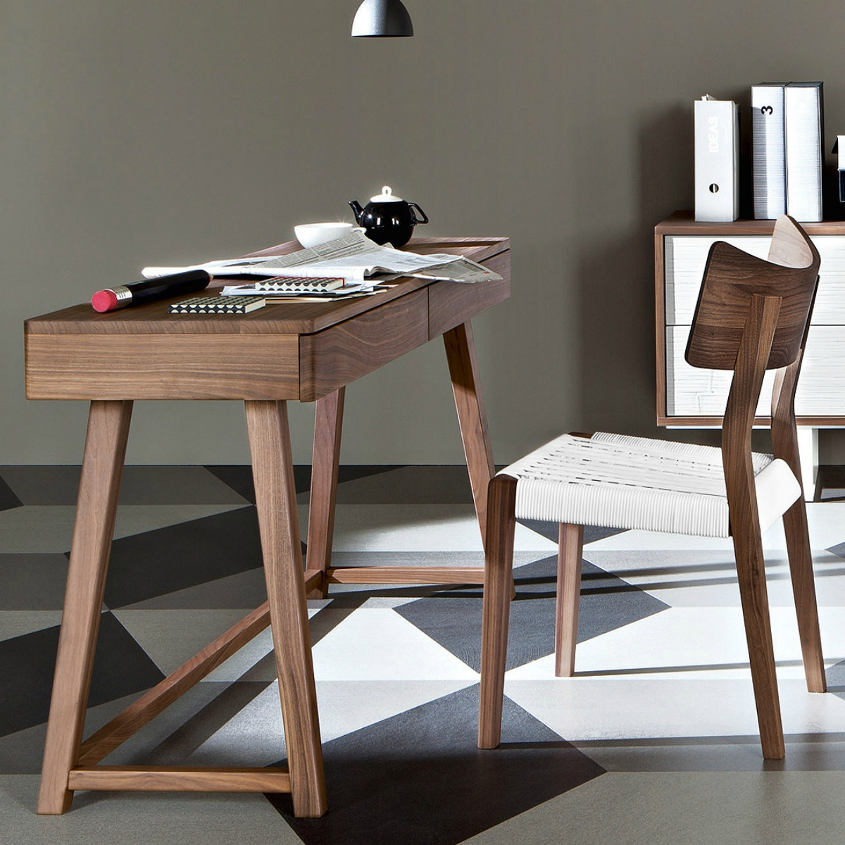 gervasoni GRAY 50 DESK - Writing desk with two drawers, frame and top in walnut.