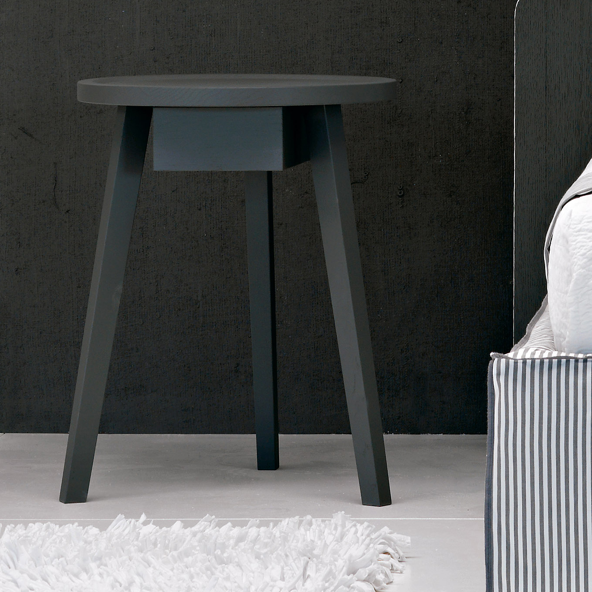gervasoni gray45 - Side table with drawer, frame and top in solid walnut.