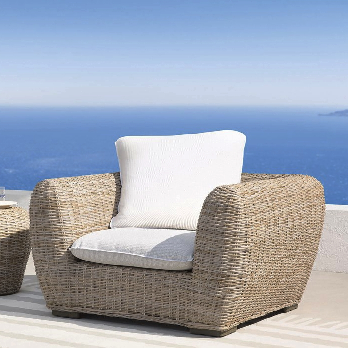 gervasoni inout 625 - Armchair in handwoven natural kubu rattan, Back cushions: one 70x70 cm. Removable covers in White Linen.