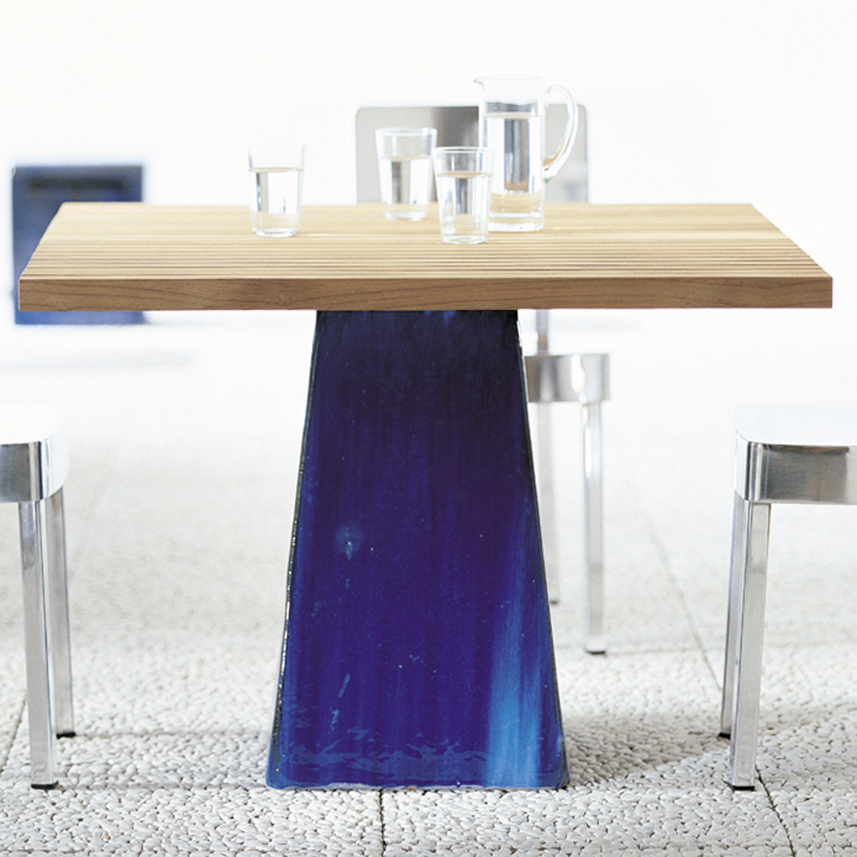 gervasoniinout 35/36 - Table with teak slats top, available in white.