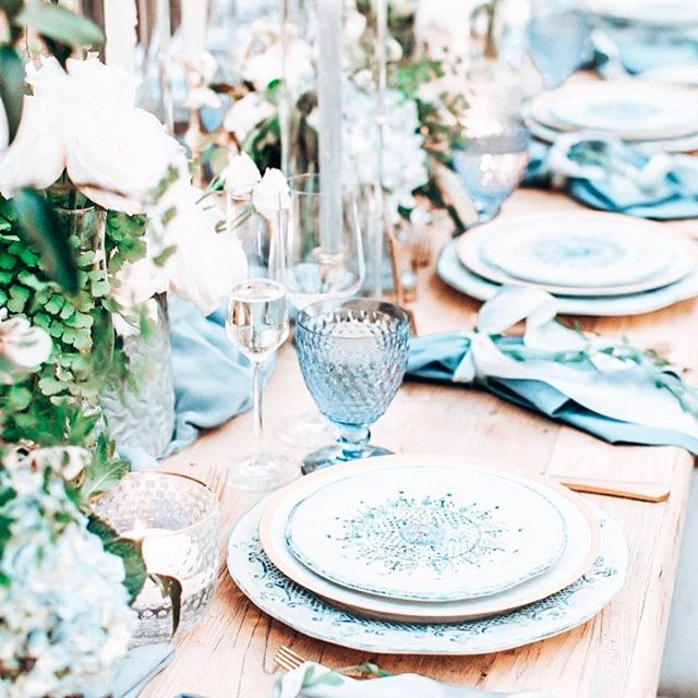 💎 Into the Blue 💎 . . . Just over here proving to myself that not all blue event set ups need an influx of #hydrangeas and you can let the flatware do the talking! This gorgeous set up works well for a wedding, birthday or even a #babyshower!