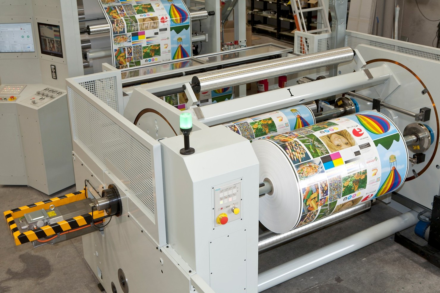 """32"""" Unwind and rewind turret can be added inline to your new or existing flexo or gravure equipment."""
