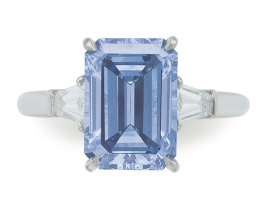 Blue appeared to be the theme at this glamorous Christie's auction!