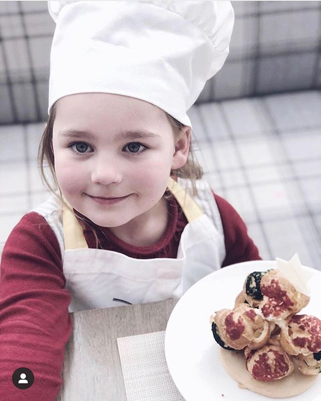 Thank you @diana.m.wilson for this great picture from our Kids Can Cook event. Limited spaces remain for tomorrow and Friday. Visit link in bio. 👩🏻‍🍳👨🏻‍🍳