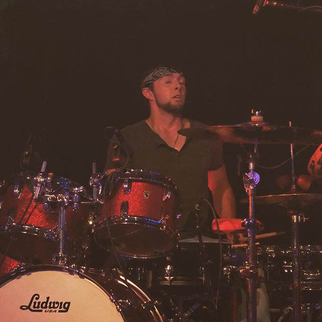 About to sneeze or about to bring the band back in from a down chorus...??🤧 🤠 #drums #sessiondrummer #studiodrummer #drums #drums #nashvilledrummer #drummer #drummingdrummer #drumming #drummer #drums #drum #countrymusic #rocknroll #countrydrummer #percussion #countrypercussion #funk #rockpercussion #jazzpercussion #jazzdrummer #funkdrummer #rockdrummer #drumsforhire #moderndrummer #dwdrums #remopercussion #vicfirth #sabian #paiste #zildjan #evansdrumheads #promarkdrumsticks