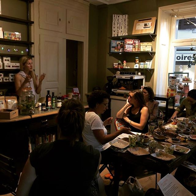 Thanks for taking a picture Val 🙂😘 and can't wait to share more yummy food and valuable info about health tomorrow @pipsqueakshop. Can't thank Raquel @pipsqueakshop enough for providing such a great venue 👍  #zurich #pipsqueak #nutrition #healthyliving #sugarfree #sugarfreelife #realscience #workshop #küsnacht #drgoodnessme #paleo #glutenfree #zurichfood #drgoodnessme #wellness