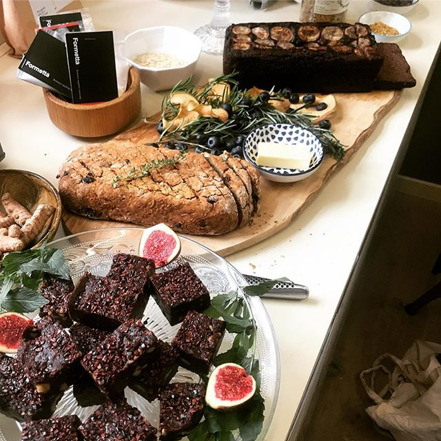A wonderful kickoff to the weekend! The No-Nonsense Nurition Workshop @pipsqueakshop enjoyed with some fab ladies over a yummy brunch this morning. Looking forward to Part II coming soon! #nutrition #nutritionmyths #brunch #healthybrunch #bananabread #zurich #zurichfoodies #zurichfood #foodporn #realscience #healthyfood #brownies #küsnacht #drgoodnessme