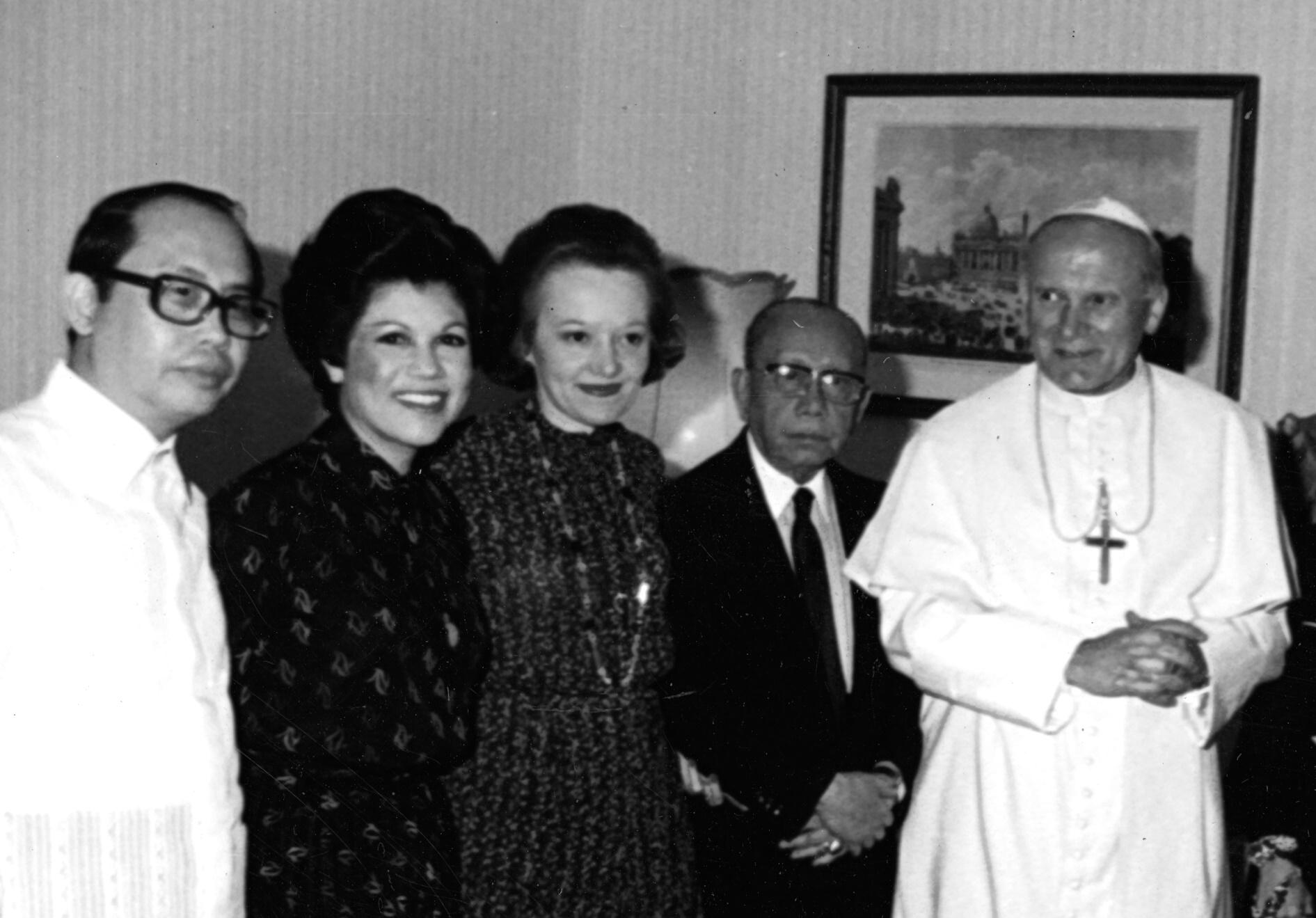 Romulo Family with Pope John Paul II