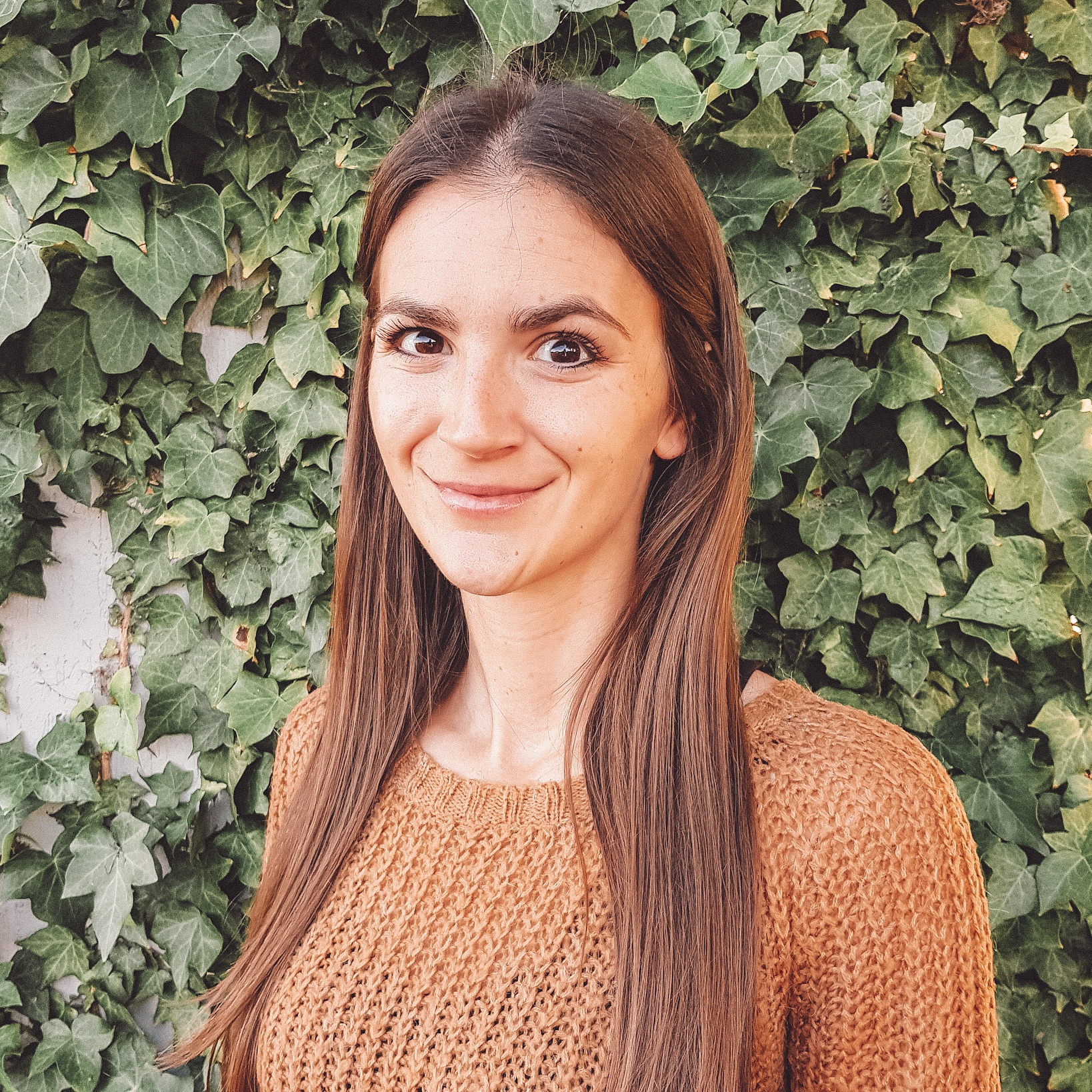 Alice Piazzoli - GRADUATE OF ARCHITECTUREAlice is a creative International architect who obtained her Master of Architecture at the renowned Academy of Architecture in Switzerland. Her love for travel inspires, enriches and influences her style providing Designers by Nature with fresh new perspectives, which she applies to the conceptual design of many projects. One of Alice's most important stylistic traits is the continuous refinement of creating harmony between architecture and nature.