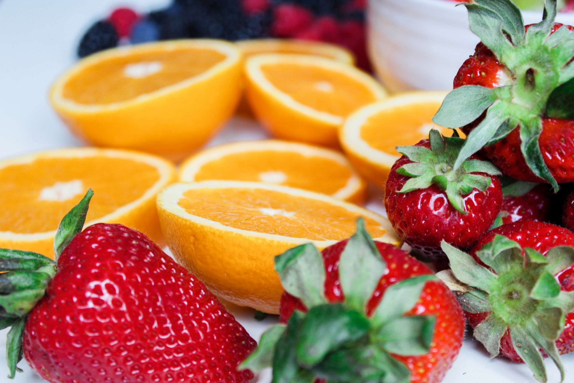 berries-close-up-colorful-1132040.jpg