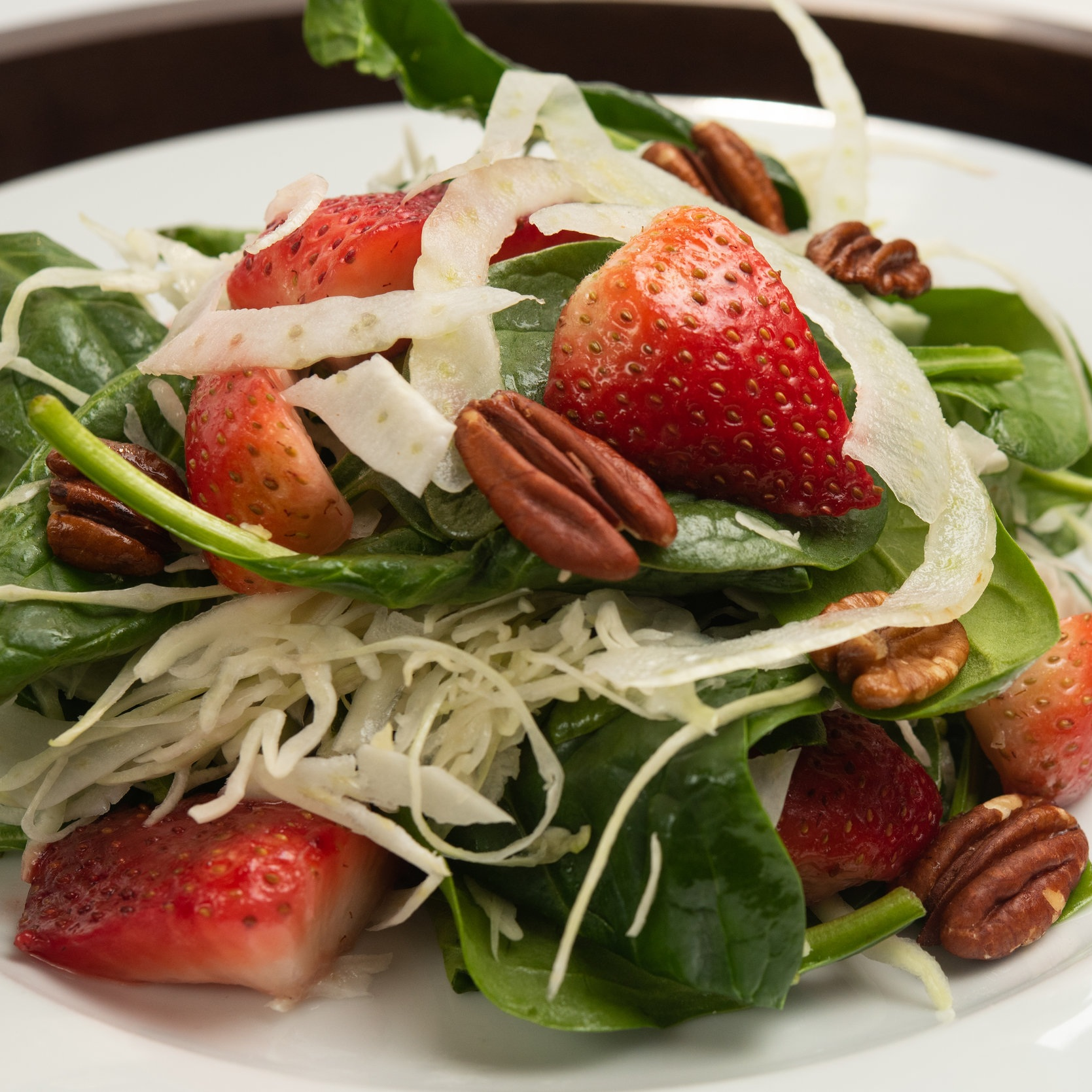 MAE MAE CAFé - BABY SPINACH SALADshaved fennel, strawberries, toasted pecans, lemon vinaigrette©chip klose