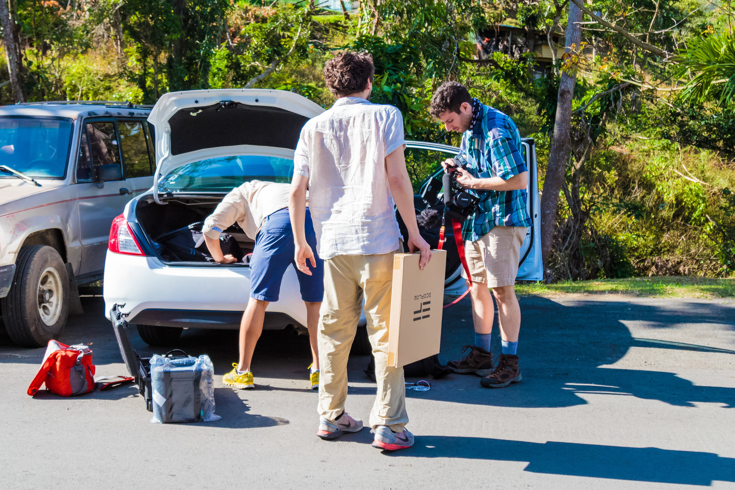 The Energise Puerto Rico team unloads a car crammed full of batteries and camera gear.