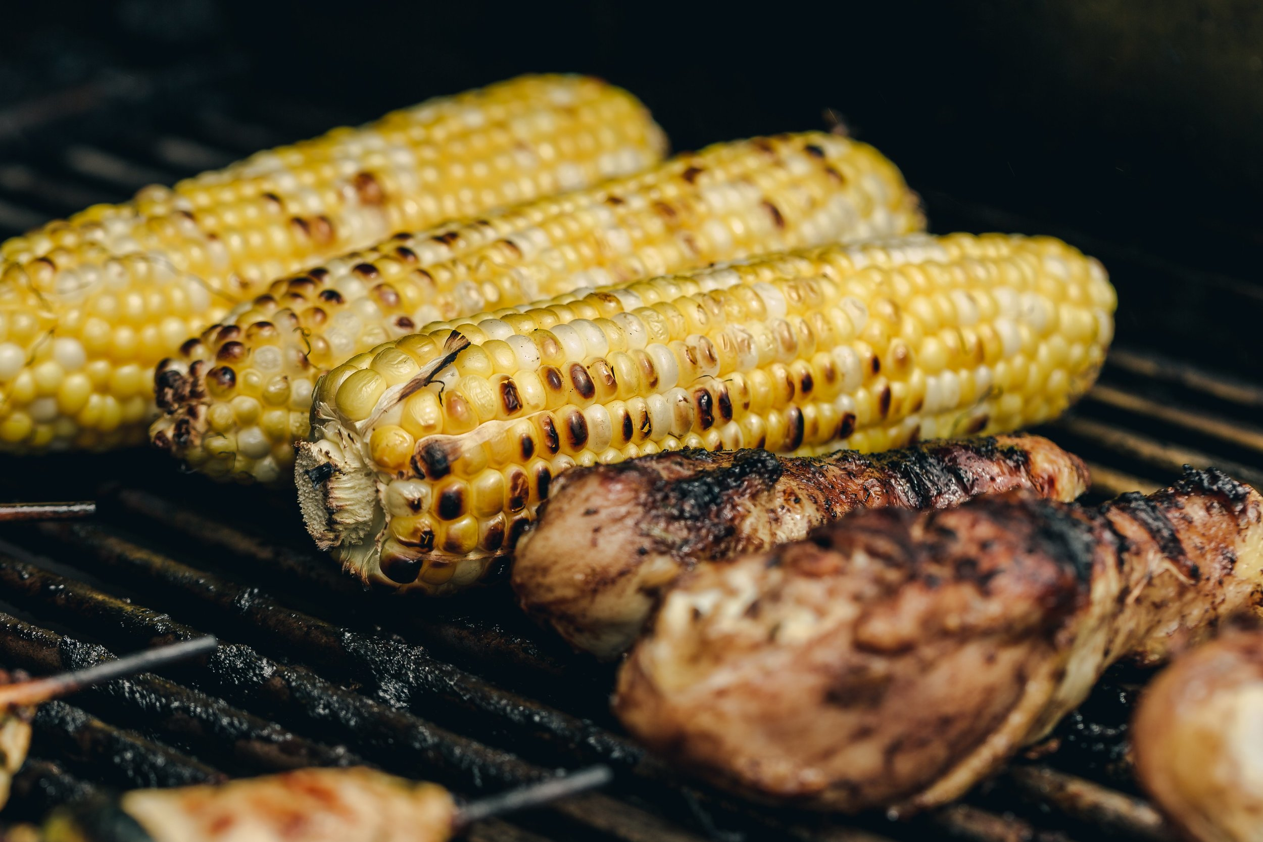 grilled-chicken-drumsticks-and-corn.jpg