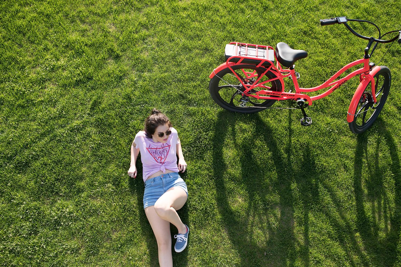 girlgrass_2-1869885.jpg