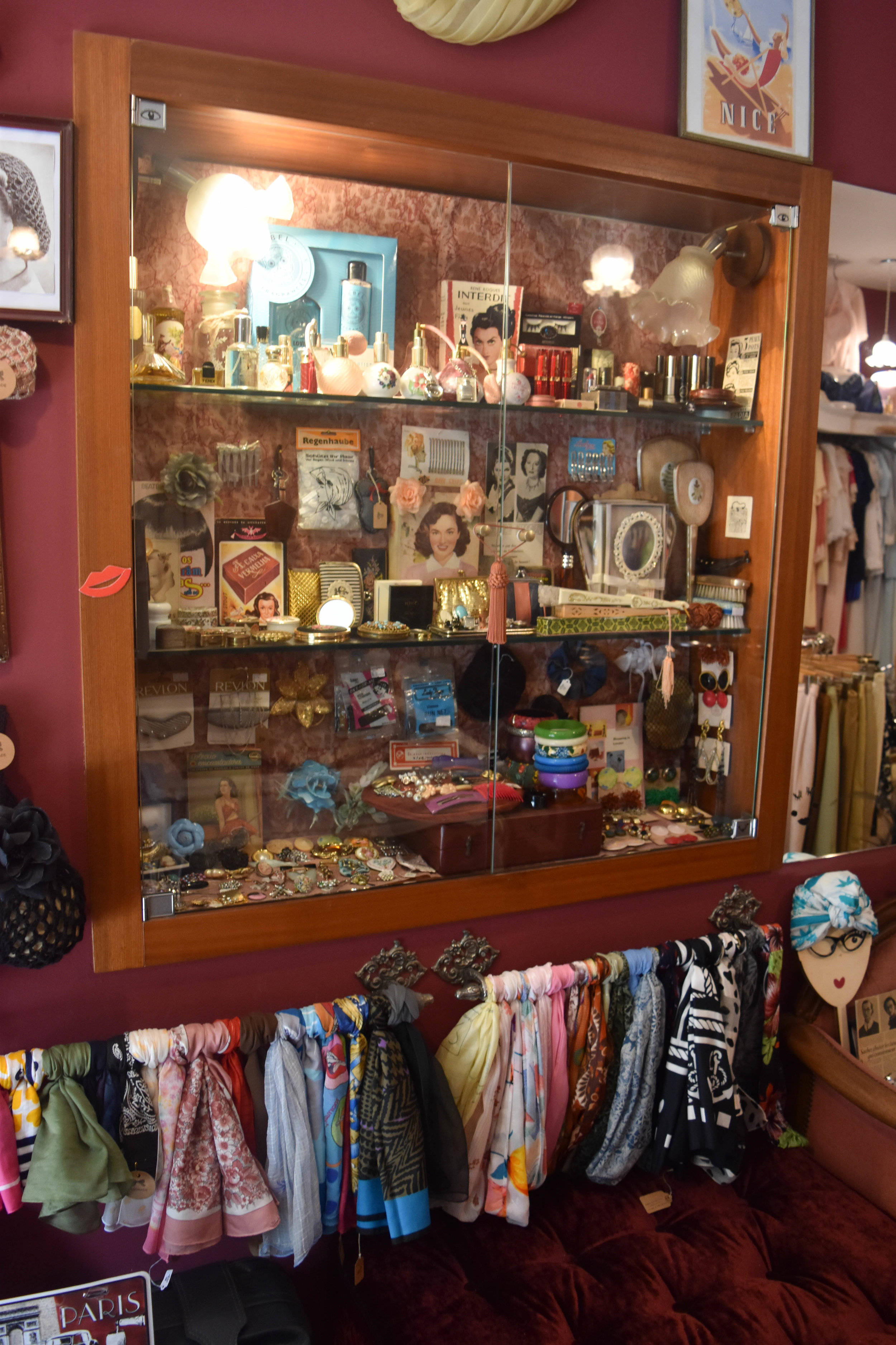 Old perfume bottles, hand mirrors, earrings, and scarves—I'd want all of these as souvenirs.