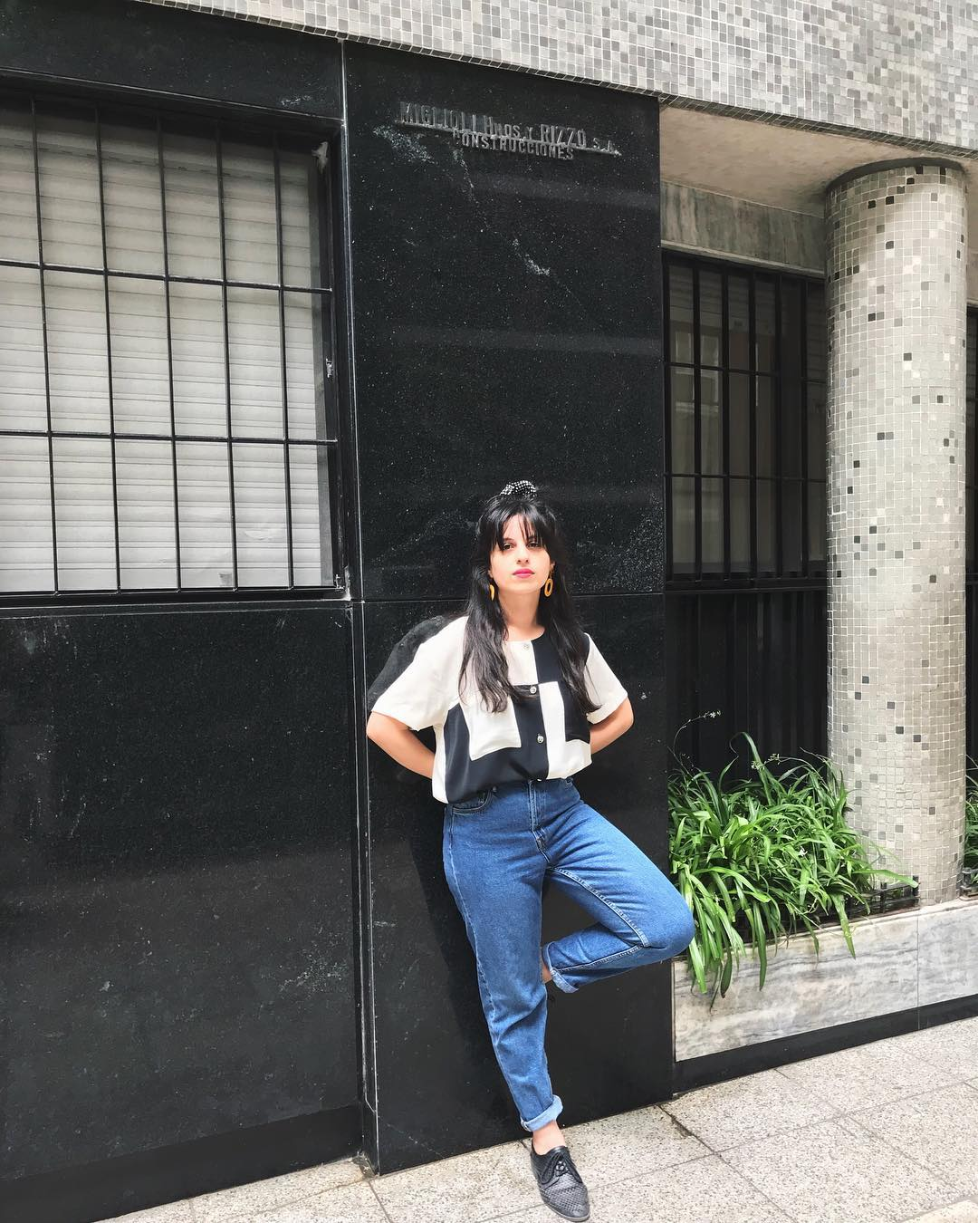 90s sitcom star. The blouse is a vintage find from a charitable organization in Buenos Aires.