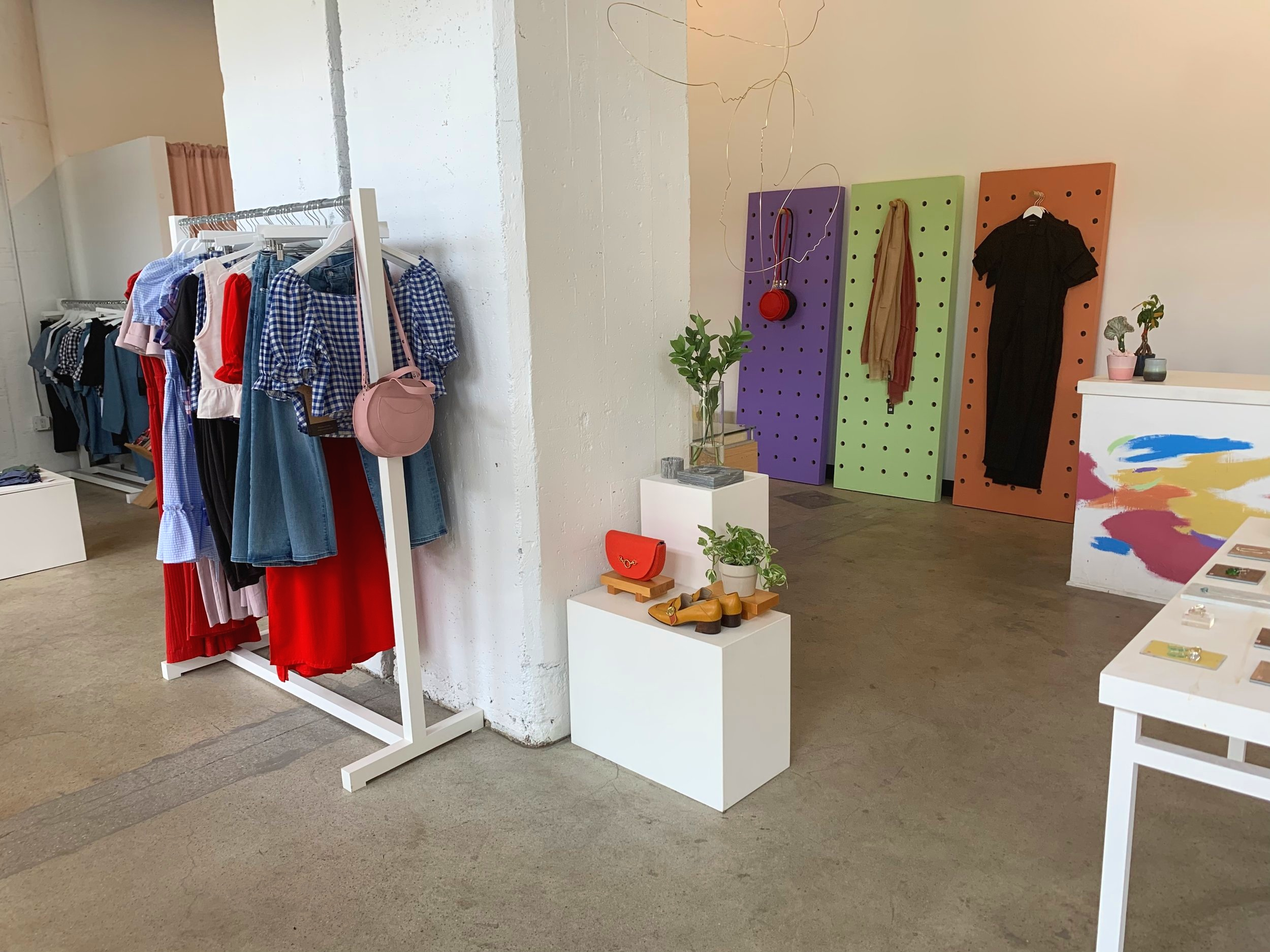 We need more pops of color in sustainable stores. Thank you, GALERIA.LA.